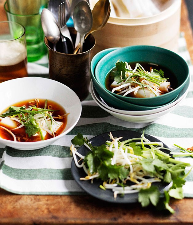 Fragrant broth with fresh rice noodle rolls