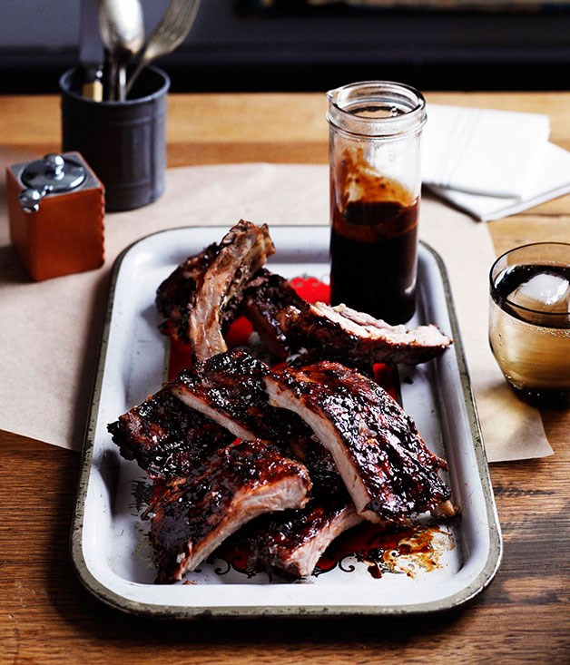 Balsamic pork ribs with barbecue sauce