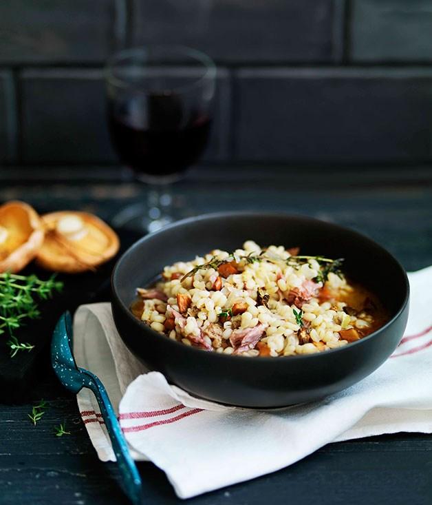 Mushroom and pearl barley soup (minestra di orzo e funghi)
