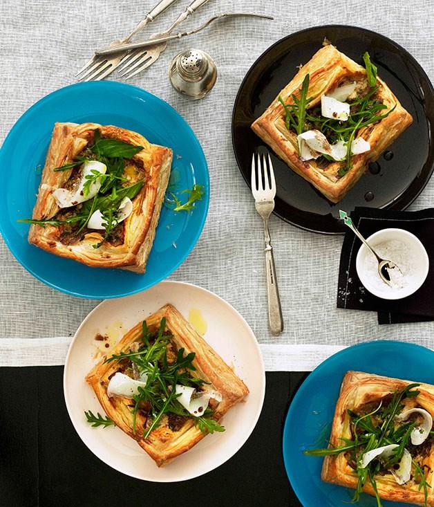 Gorgonzola, lardo, basil and wild rocket tarts