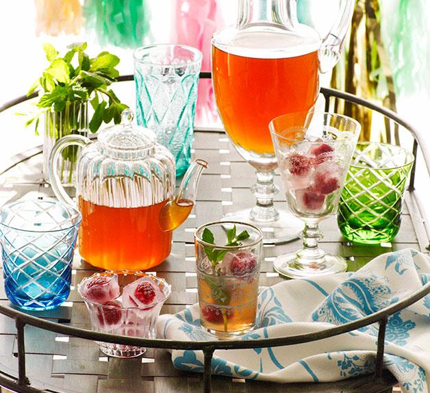 Iced white tea with rose and mint