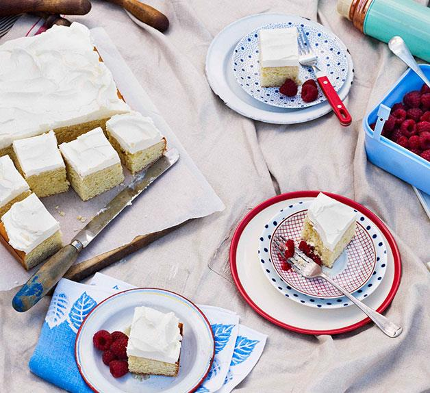 Buttermilk and vanilla cake with raspberries