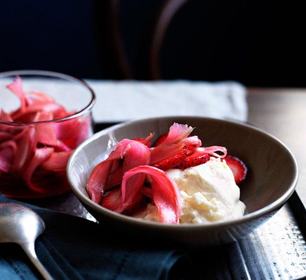 Cold rice pudding with rhubarb