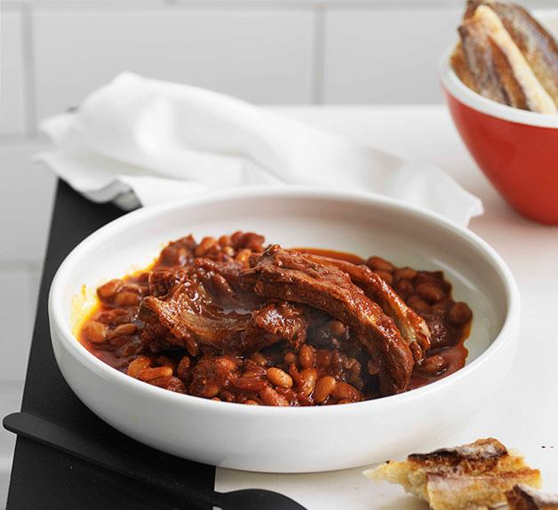 Pork ribs with baked beans