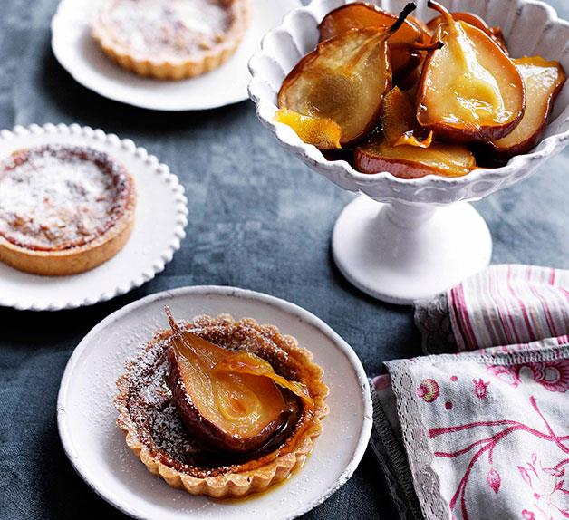 Little almond crostate with roast pears