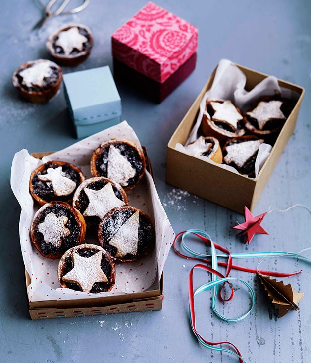 **Cinnamon-chocolate fruit mince tarts**