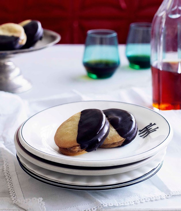 "[**Alfajores payes**](http://gourmettraveller.com.au/alfajores-payes.htm|target=""_blank"")"