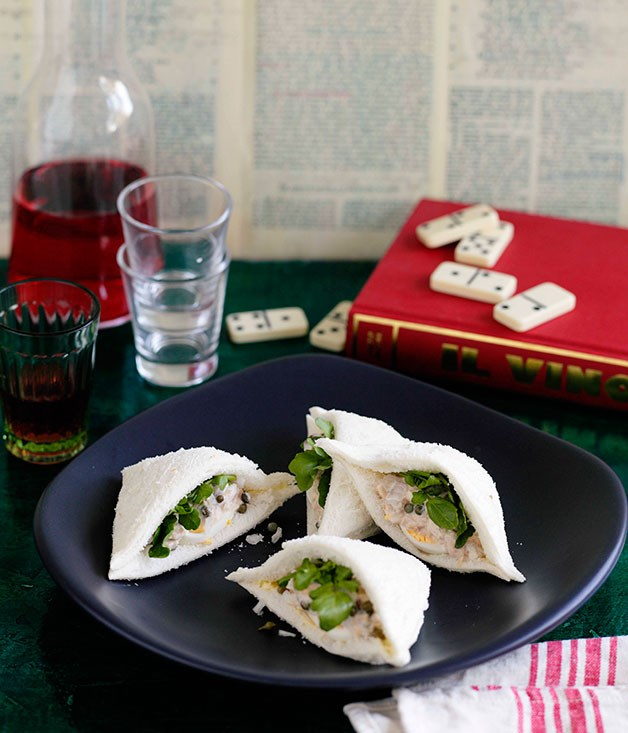 Tramezzini al tonno e uovo (tuna and egg sandwiches)