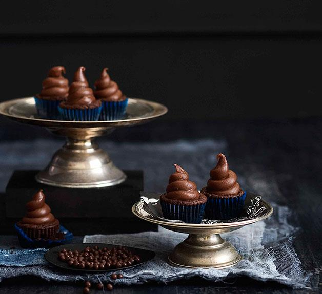 Tiny chocolate fudge cakes