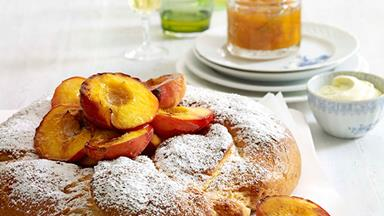 Yeast cake with mascarpone and peach jam
