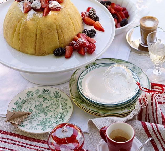 Zabaglione cake with berries