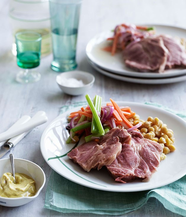 Pork shoulder with chickpeas and pickled vegetables