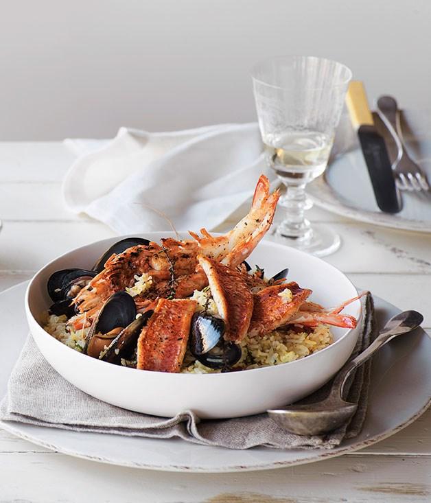 Golden seafood pilav