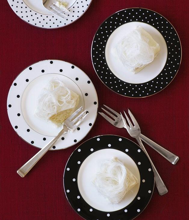 Little yoghurt and orange blossom cakes