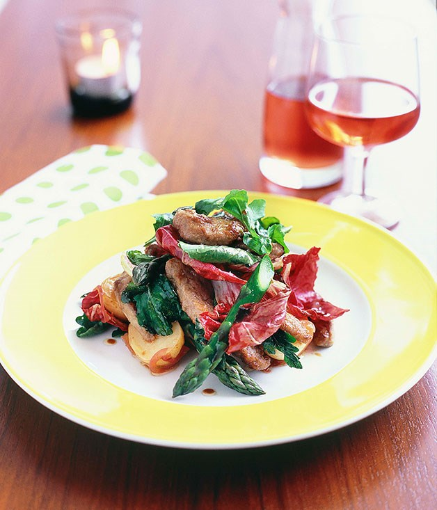 Warm beef salad with rocket, radicchio and potato