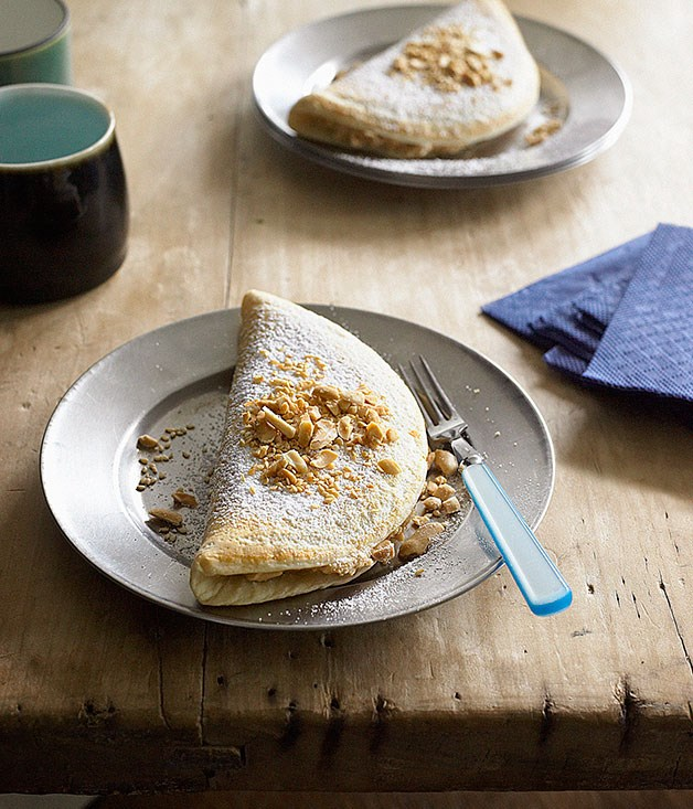 Fluffy pancakes with roasted peanuts and sesame seeds (Ban chang kuih)