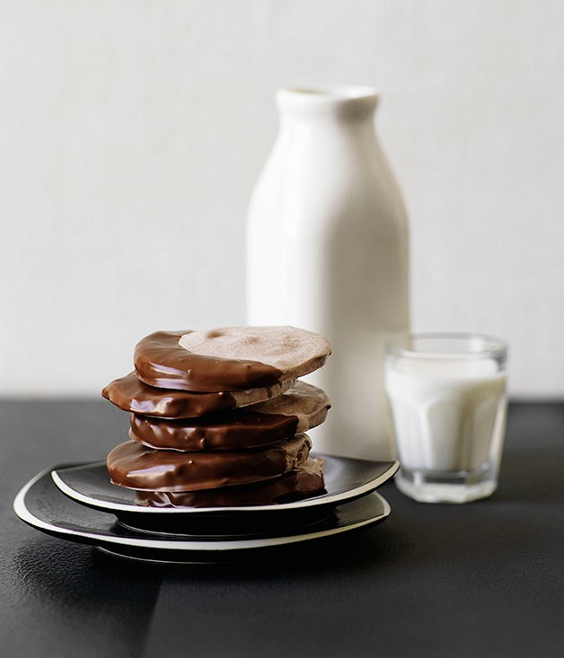 Chocolate-malt meringues