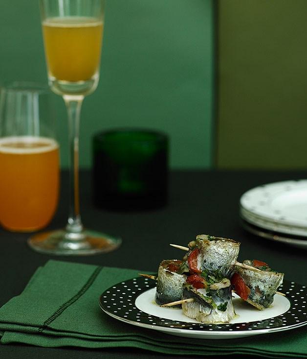 Sardine rotoli with red capsicum and orange
