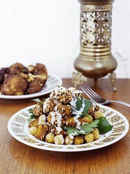Fried cauliflower with onion, currants and pine nuts