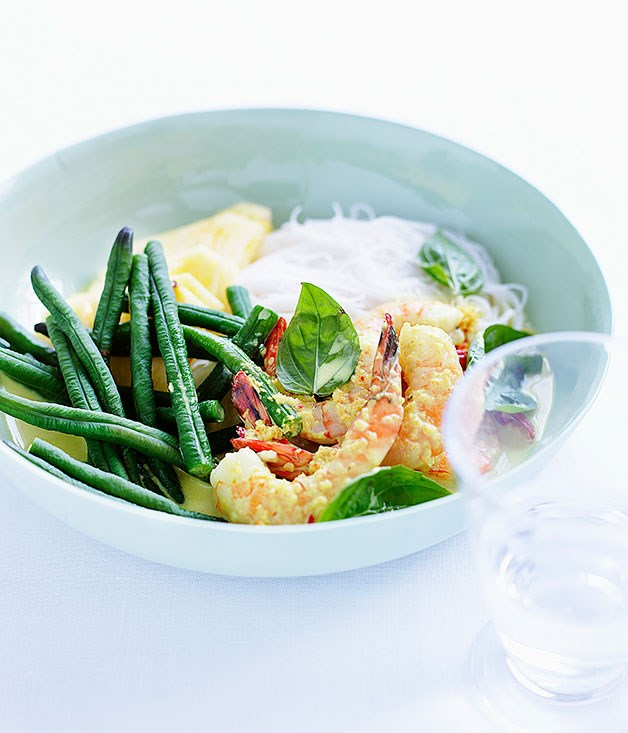 Rice noodles with snake beans, prawns and holy basil