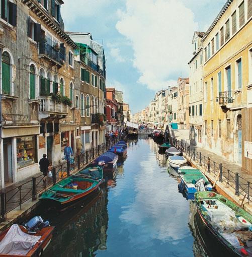 **Venice, Italy** PHOTOGRAPH **MEDIOIMAGES/PHOTODISC**