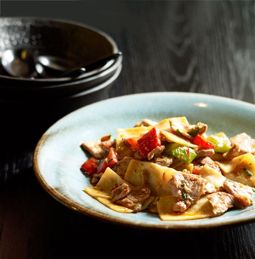 **Cat's ear noodles with peppers and chilli sauce**