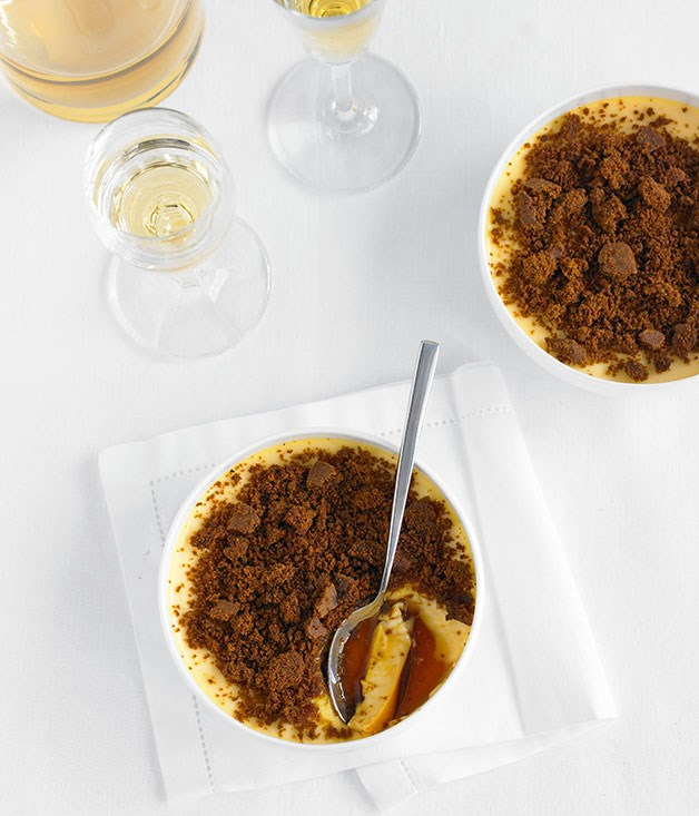 Leche flan with gingerbread crumbs