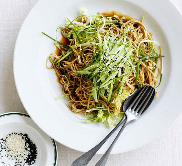Soba noodles with Chinese cabbage, cucumber and young ginger