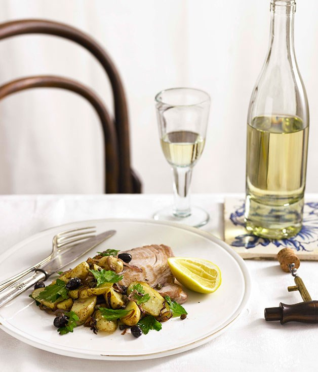 Seared tuna with Niçoise potatoes