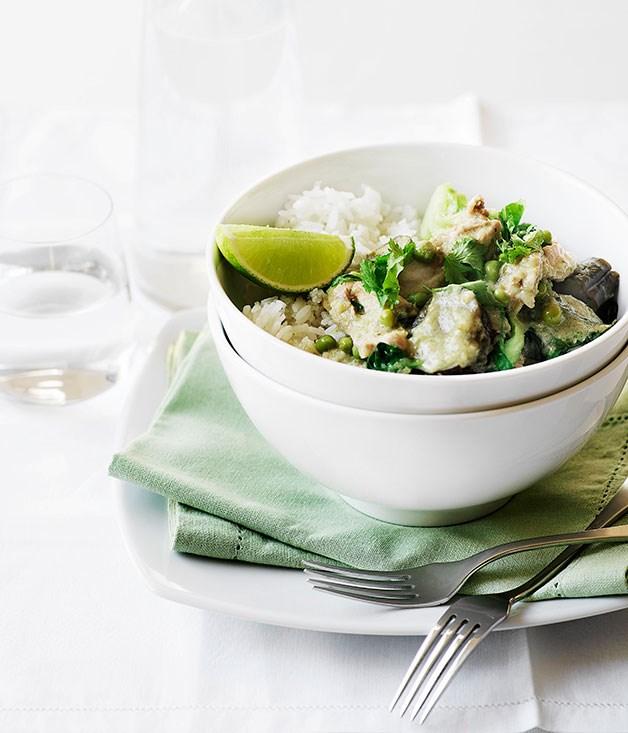 "**[Fast Thai chicken curry](http://www.gourmettraveller.com.au/recipes/fast-recipes/thai-chicken-curry-12990|target=""_blank"")**"