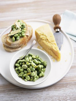 Broad beans with pecorino