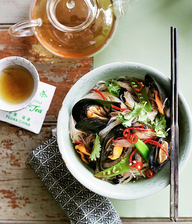 Stir-fried bean thread noodles with black bean and chilli mussels
