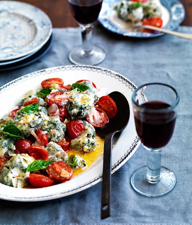 Malfatti with tomato, lemon and basil
