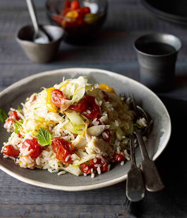 Scorched tomato and rice salad with crab and fennel