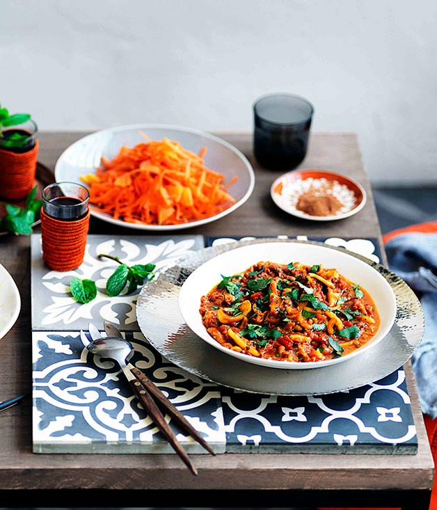 Orange and grated carrot salad with orange-flower water