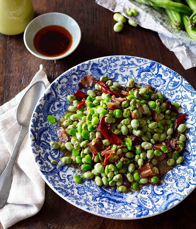 Stir-fried broad beans with Chinese bacon (La rou chao candou)