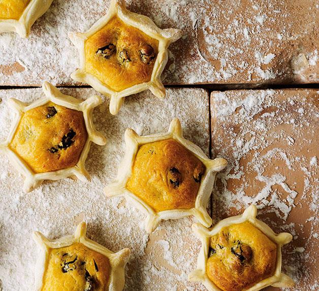 Ricotta and pecorino tarts (casadinas)