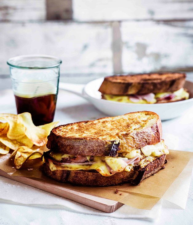 Monte Cristo sandwiches with potato crisps