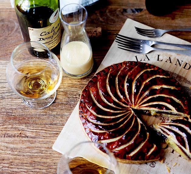 Pithiviers of frangipane and dates with sauce anglaise