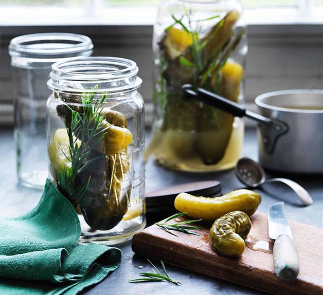 Tarragon cucumber pickles