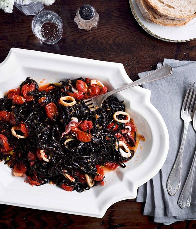 Tagliolini al nero di seppia con calamari (Squid-ink tagliolini with calamari)