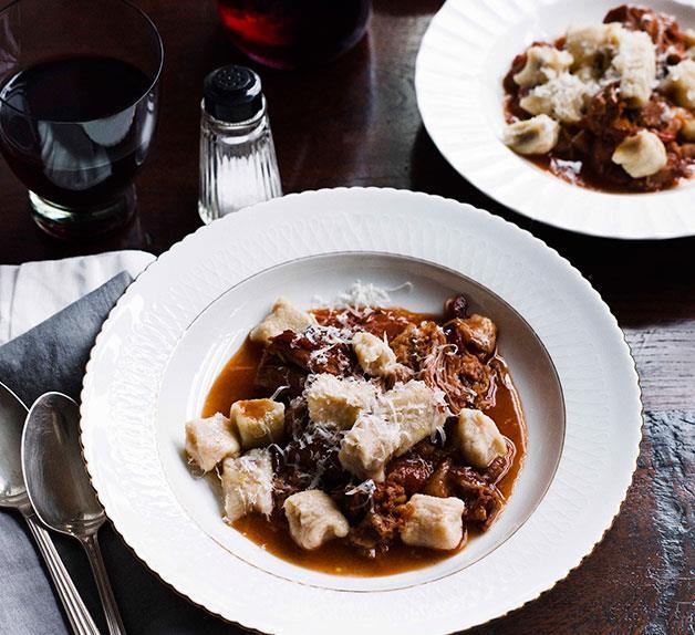 Chicche di patate e melanzane con ragù (Potato and eggplant chicche with pork ragù)