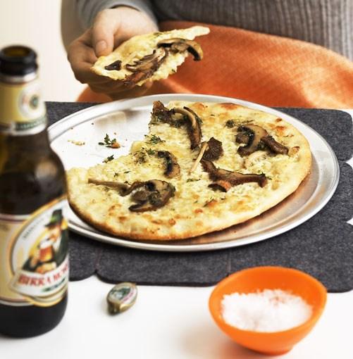 "[**Mushroom and mascarpone pizza bianco**](http://www.gourmettraveller.com.au/mushroom-and-mascarpone-pizza-bianco.htm|target=""_blank"")"
