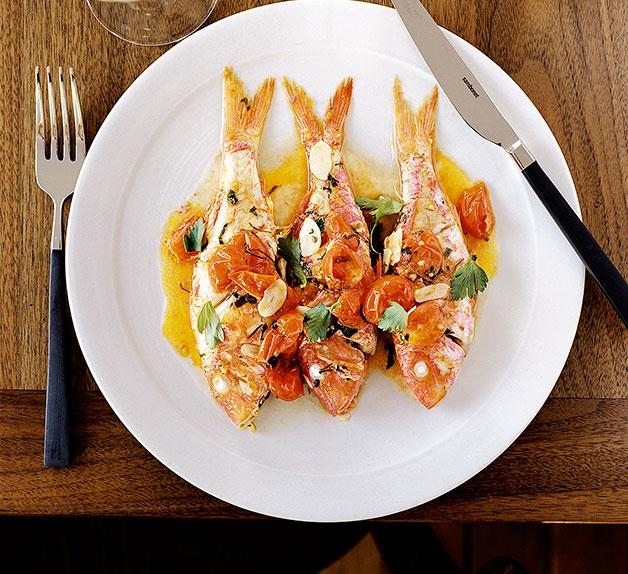 Red mullet with Vernaccia, cherry tomatoes, parsley and lemon (Triglie alla Vernaccia)