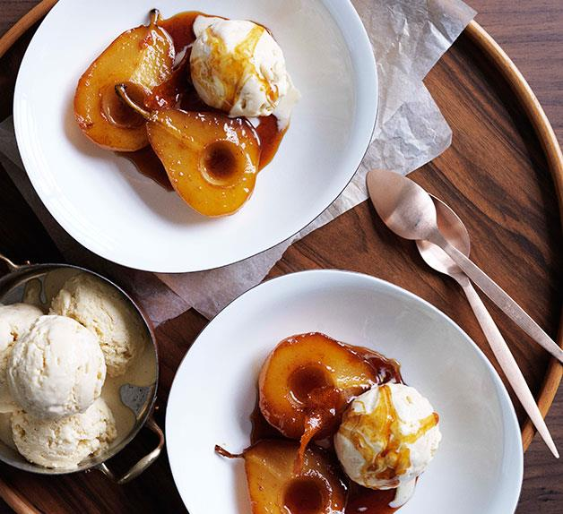 Caramel pears with rice pudding ice-cream