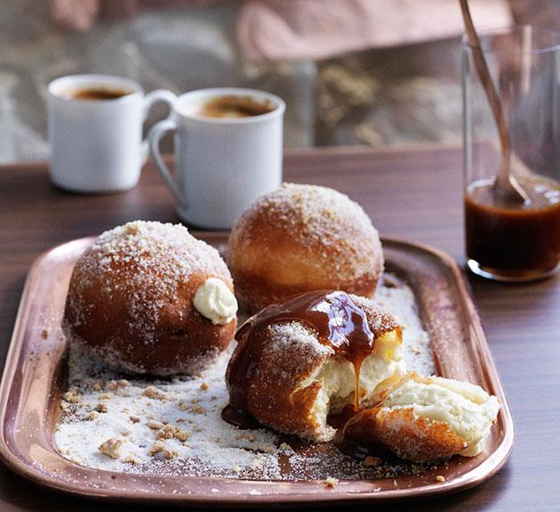 Cheesecake doughnuts with salted caramel