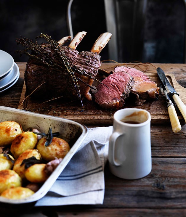 Rib roast of beef with pan gravy and roast potatoes