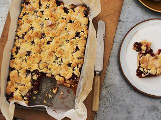 German cherry streusel