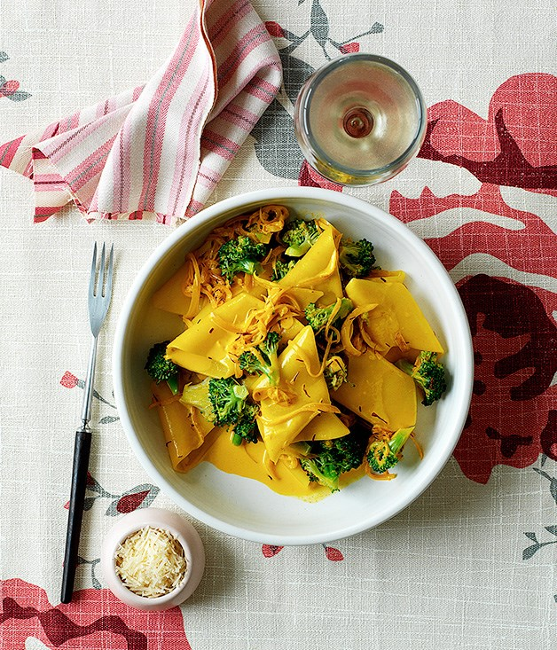 """[**Pennone with broccoli, anchovy and saffron**](http://www.gourmettraveller.com.au/recipes/fast-recipes/pennone-with-broccoli-anchovy-and-saffron-9444 target=""""_blank"""")"""