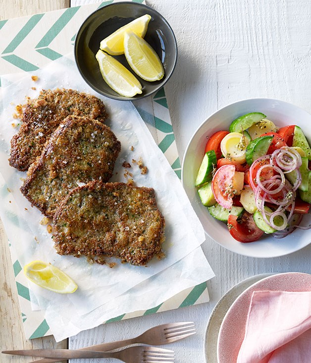 **Beef cotoletta with tomato and oregano salad**